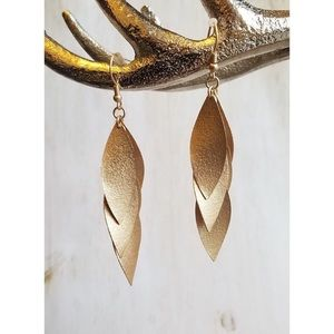 Jewelry - ✨SALE!✨NEW! MATTE GOLD TEXTURED LEAF EARRINGS